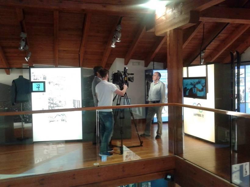 Juanma Fernández Ochoa siendo entrevistado por el equipo de Telemadrid